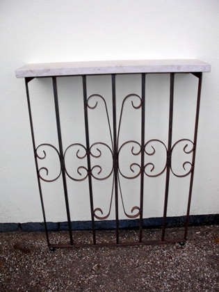 Picture of English Gate console