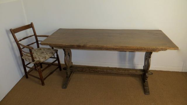 Picture of Oak dinning table