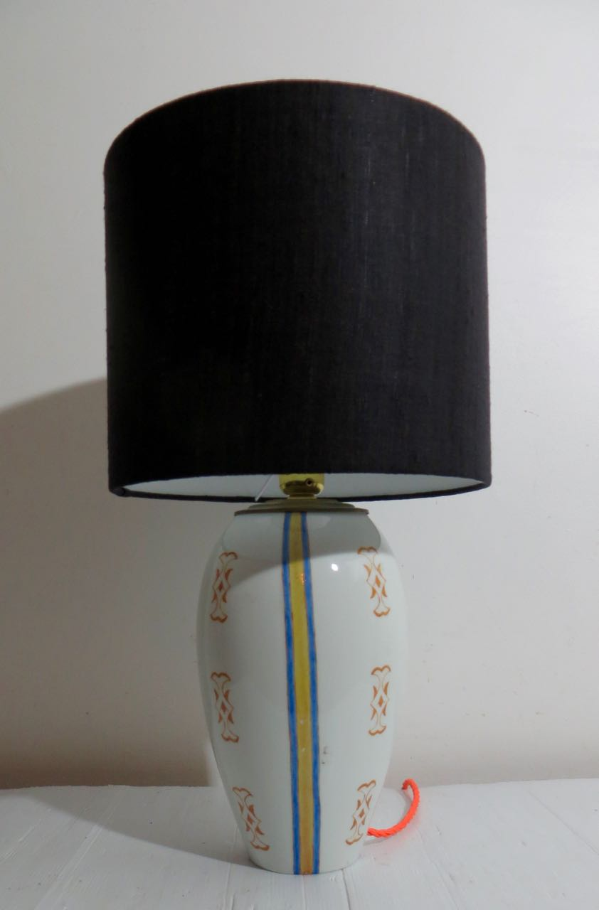 Hand painted vase lamp