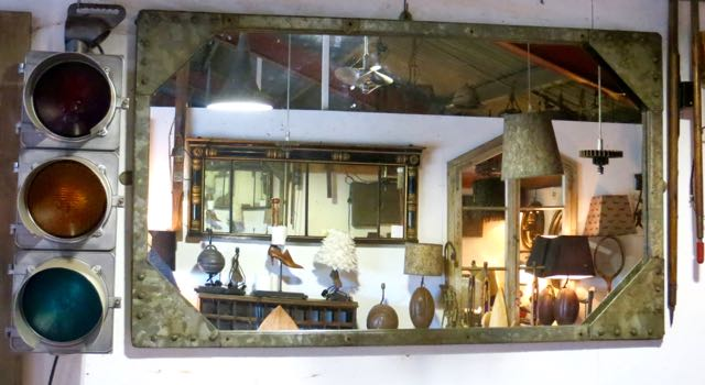 Galvanised water tank top mirror