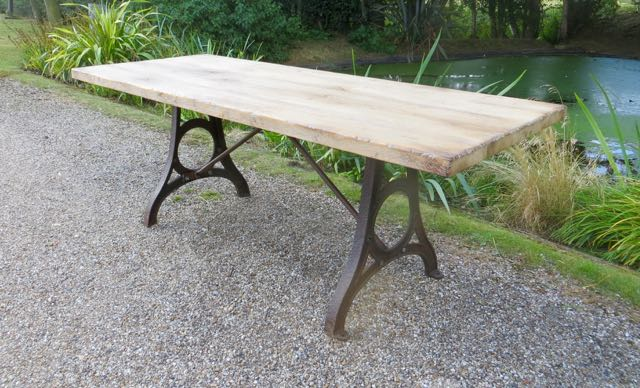 Solid ak dinning table