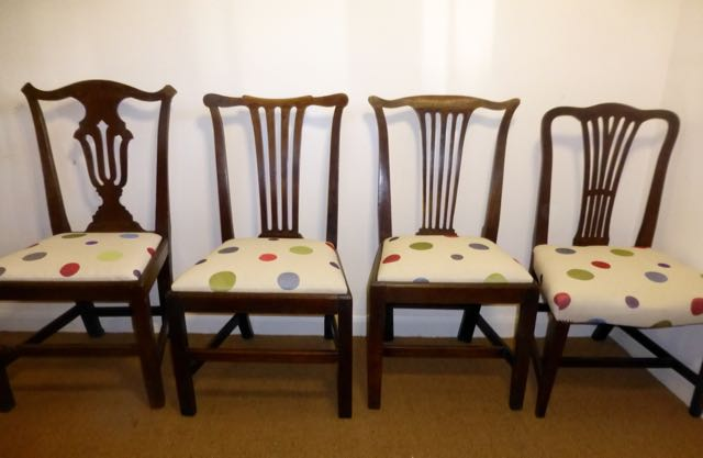 Picture of 4 oak dinning chairs