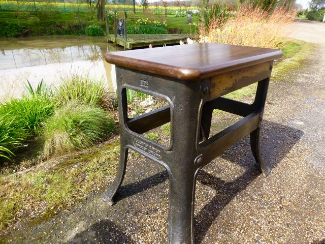 Industrial base lamp table