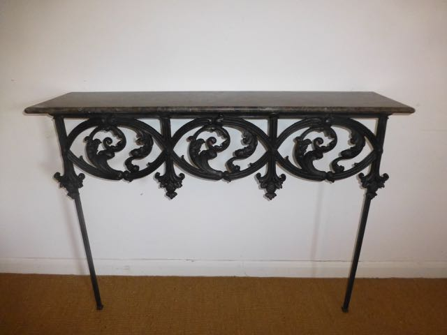 Relamed railings Console