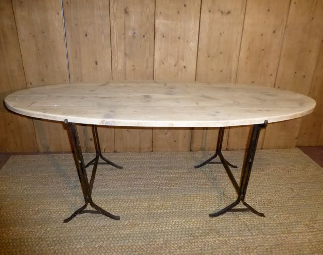 Oval trestle table
