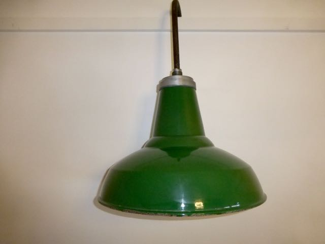 Industrial lighting pendant