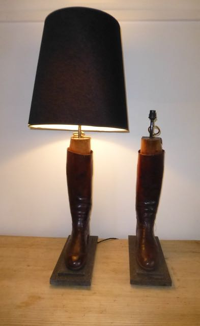 Picture of Black hunting boot lamp