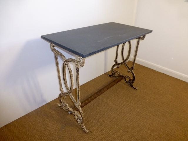 Picture of Cast garden table