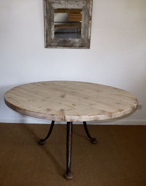 Picture of Round oak distressed 130cm top on curved legs