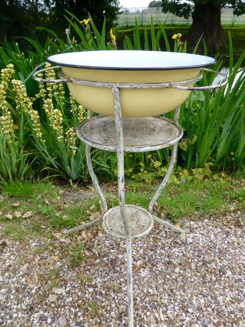 Picture of European wash stand