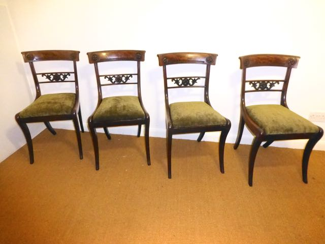 Se of Victorian mahogany dinning chairs
