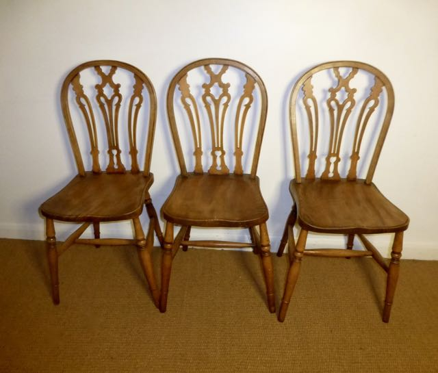 Set of 3 hoop-back country chairs