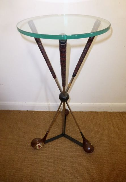 Picture of Round golf club table