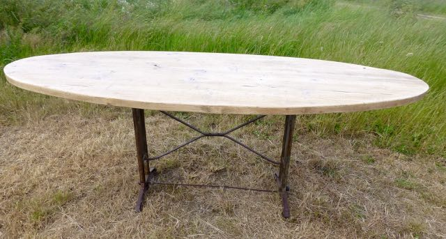 Picture of Oval distressed pine table