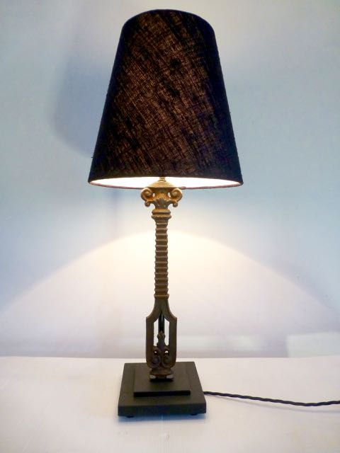 Picture of Single balustrade table lamp.