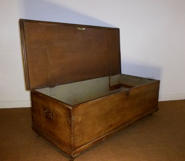 Picture of Victorian scumbled blanket box.