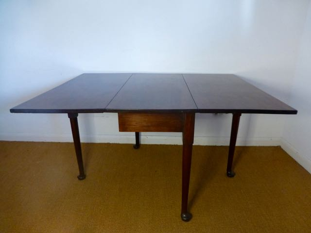 Picture of George 111 drop leaf table