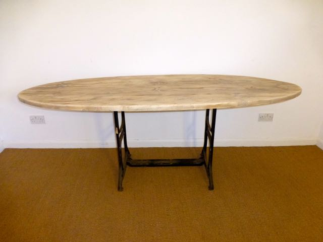 Picture of Sewing base with oval top table
