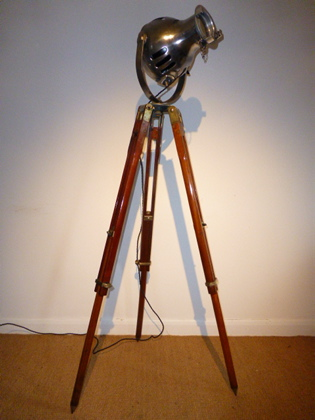 Picture of Tripod Lamp